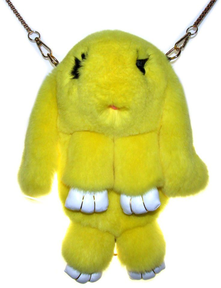 Vebtoy Рюкзак дошкольный Пушистый кролик цвет желтыйРК-613Рюкзак в виде красивого пушистого зайчика из искусственного меха является отличным способом выделиться и подчеркнуть свою индивидуальность и хороший вкус.Такую сумочку можно носить через плечо, а продев металлический ремешок через среднее кольцо-держатель, сумочка превращается в рюкзак.При прикосновении к такому аксессуару обладатель попадает в мир великолепной нежности. Очень мягкий на ощупь мех красивого цвета разнообразит современный гардероб, а также сделает образ полностью завершенным. Такой рюкзак не оставит обладателя равнодушным и без пристального внимания со стороны окружающих!Лапки кролика и обратная сторона ушек изготовлены из эко-кожи.Такой пушистый рюкзачок идеально подойдет в качестве подарка, как маленькой девочке, так и юной моднице.