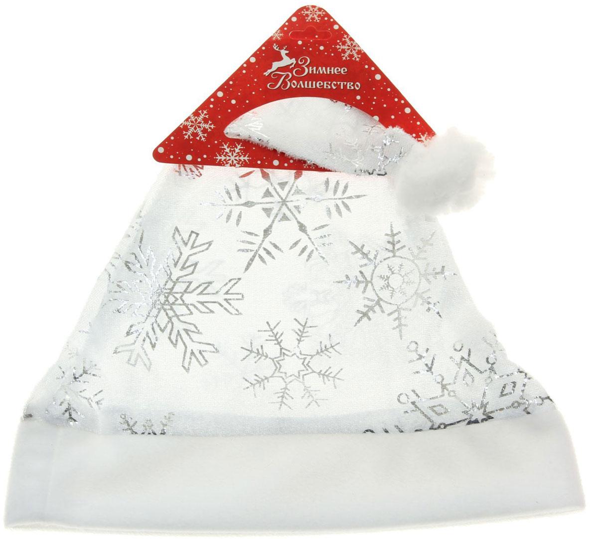 Колпак новогодний Белый со снежинками, 28 х 38 см. 13906491390649Поддайтесь новогоднему веселью на полную катушку! Забавный колпак в секунду создаст праздничное настроение, будь то поздравление ребятишек или вечеринка с друзьями. Размер изделия универсальный: аксессуар подойдет как для ребенка, так и для взрослого. А мягкий текстиль позволит носить колпак с комфортом на протяжении всей новогодней ночи.