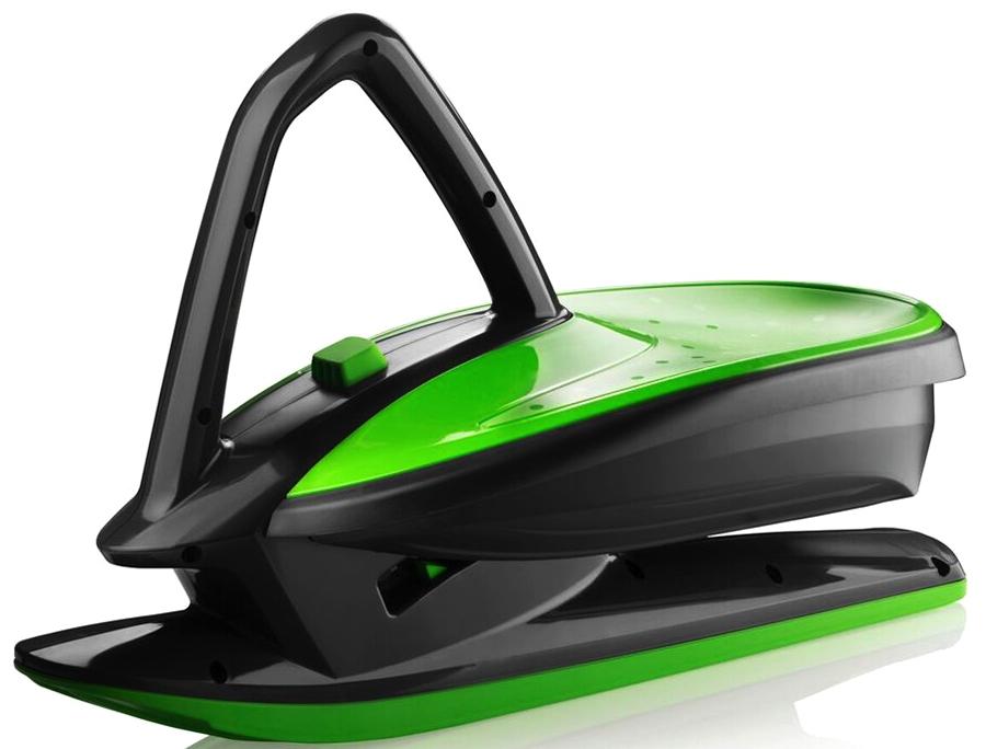 Балансир снежный на лыже Gismo Riders Skidrifter, цвет: черный, зеленый1373646Gismo Riders Skidrifter - новая потрясающая категория зимних товаров Снежный балансир-дрифтер. Это уникальная чешская разработка, которая объединила в себе катание на санках, снегокате и даже беговеле! Также поражает его невероятно красивый и футуристический спортивный дизайн, напоминающий, скорее, космический корабль, чем санки. Катающийся садится на ски-дрифтер сверху, пропускает ручку-джойстик между ног и держится за нее. За счет смещения тяжести тела из одной стороны в другую Скидрифтер делает поворот. Для торможения необходимо касаться снега ногами. Gismo Rider Skidrifter имеет широкую большую лыжу и достаточно большое посадочное место, чтобы иметь необходимую устойчивость. Ски-дрифтер имеет 3 положения высоты сиденья относительно поверхности, которые реализуются за счет функции MSP (Mechanical Stability Programme) - функция-кнопка стабилизации механики на рукоятке-джойстике. Чем выше сиденье, тем сложнее балансировать. Набирайтесь навыков и освежайте эмоции за счет усложнения спуска. Данный продукт полностью производится в Чехии на фабрике современного уровня - Plastkon, которая уже много лет на рынке известна качеством своей продукции и экспортирует товары в Германию и другие страны Евросоюза с их высокими требованиями. Любите сложный и захватывающий вид спуска, полный трюков? Ок, наберитесь навыков и попробуйте, например, разворот на 360 градусов во время спуска, касаясь рукой снега.