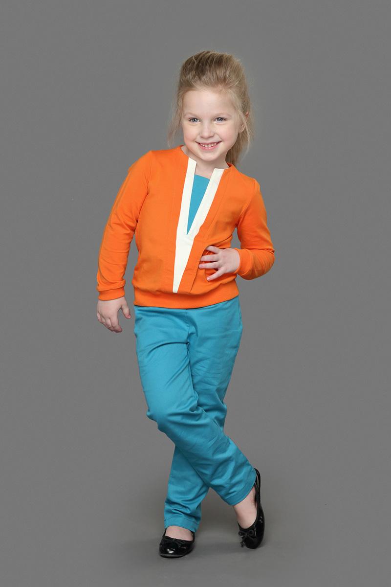 Брюки для девочки Ёмаё, цвет: бирюзовый. 41-907. Размер 12241-907Стильные брюки для девочки идеально подойдут для отдыха и прогулок. Изготовленные из натурального хлопка, они приятные на ощупь, не сковывают движения и не раздражают кожу ребенка, обеспечивая ему наибольший комфорт. Брюки прямого покроя на талии оформлены имитацией ширинки, имеются шлевки для ремня