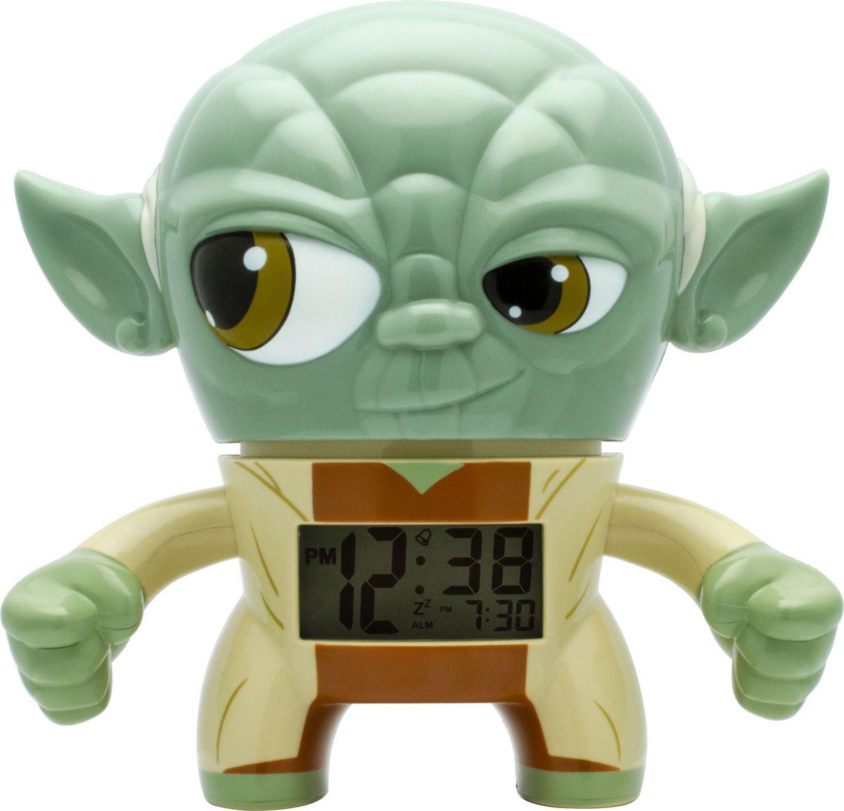 """Детский будильник Yoda станет прекрасным подарком для юных поклонников фильма """"Звездные войны. Будильник создан в виде знаменитого  героя, а по форме напоминает лампу накаливания. Он оснащен цифровым дисплеем с подсветкой и функцией отсрочки звукового сигнала. Чтобы  включить или выключить будильник, нужно нажать на голову минифигуры, которая также подсвечивается! В комплект к будильнику входят две  батарейки (ААА). Не рекомендуется использовать детям младше 6-ти лет."""