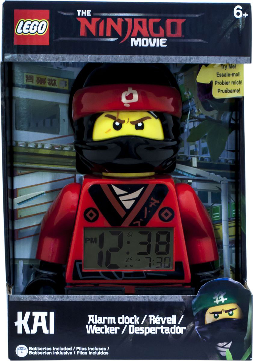 LEGO NINJAGO Будильник детский Kai (2017)9009211Если Ваш ребенок не любит вставать по утрам, а монотонные звуки будильника вызывают у него слезы или апатию, то утреннее пробуждение необходимо сделать игрой. Для этого отлично подойдет красивый будильник от Лего. Новая яркая игрушка вызовет у вашего ребенка восторг и интерес, а изображение любимого героя вдохновит на подвиги. Применив немного фантазии, отход ко сну и утреннее пробуждение станут веселой игрой, к которой с удовольствием подключится Ваш ребенок. Игрушка сделана в виде минифигурки, оснащена удобным цифровым дисплеем с подсветкой и функцией отсрочки звукового сигнала. В комплект входят 2 батарейки (ААА), инструкция по применению.