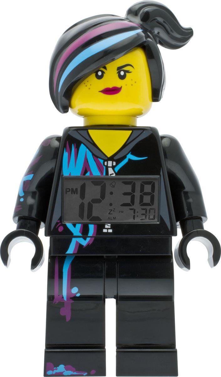 LEGO Movie Будильник детский Lucy9009969Будильник Lucy сделает утро вашего ребенка невероятно добрым. Маленькие поклонники мультфильма Лего. Фильм будут счастливы такомуподарку. Яркий и необычный дизайн позволит будильнику стать настоящим другом вашего малышу. Будильник создан в виде минифигурки герояиз Лего. Фильм. Он оснащен удобным цифровым дисплеем с подсветкой и функцией отсрочки звукового сигнала. В комплект к будильникувходят две батарейки (ААА),атакже инструкция по применению. Данный товар не рекомендуется приобретать детям младше 6-ти лет.