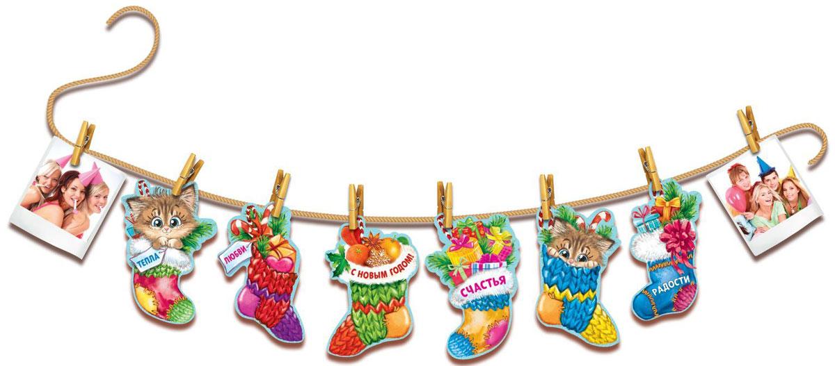Гирлянда С Новым годом, на прищепках, 12,1 х 150 см. 13743521374352Оформление — важная часть любого торжества, особенно Нового года. Яркие украшения для интерьера создадут особую атмосферу в вашем доме и подарят радость. Красочная гирлянда придется по душе каждому. Подвесьте ее в комнате, и праздничное настроение не заставит себя ждать. Изделие поставляется в пакете с клапаном и европетлей.