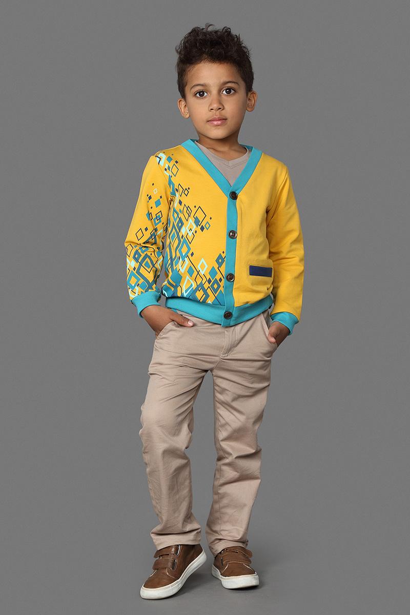 Кардиган для мальчика Ёмаё, цвет: золотой. 63-132. Размер 12863-132Стильный кардиган, выполненный из хлопка c добавлением хлопка, отлично дополнит гардероб вашего мальчика. Модель с длинными рукавами и V-образным вырезом горловины дополнена небольшим прорезным кармашком. Спереди кардиган дополнен пуговицами.