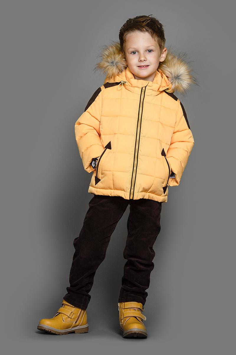 Куртка для мальчика Ёмаё, цвет: желтый. 39-147. Размер 11039-147Теплая куртка для мальчика Ёмаё идеально подойдет в холодное время года. Модель изготовлена из 100% полиэстера на комбинированной подкладке из хлопка и таффеты. В качестве наполнителя используются синтепух (плотность набивки - 300 гр/м кв). Стеганая куртка с капюшоном застегивается на пластиковую застежку-молнию с внутренней ветрозащитной планкой. Капюшон с отстегивающейся опушкой из искусственного меха крепится к куртке при помощи молнии. Низ рукавов дополнен скрытыми трикотажными манжетами, которые мягко обхватывают запястья. Спереди предусмотрены два прорезных кармана. Понизу проходит скрытая резинка со стопперами.
