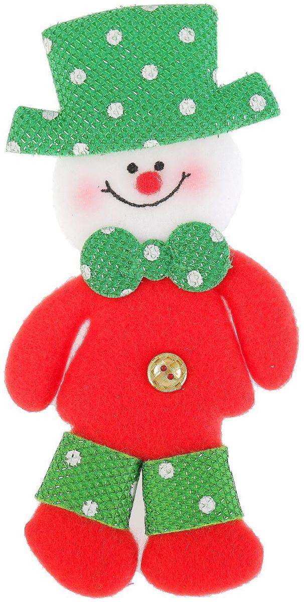 Украшение новогоднее подвесное NoName Снеговик в шляпе. Пуговка, 7 х 15 см2388976Новогоднее подвесное украшение NoName Снеговик в шляпе. Пуговка выполнено из текстиля. С помощью специальной петельки украшение можно повесить в любом понравившемся вам месте. Но, конечно, удачнее всего оно будет смотреться на праздничной елке.Елочная игрушка - символ Нового года. Она несет в себе волшебство и красоту праздника. Создайте в своем доме атмосферу веселья и радости, украшая новогоднюю елку нарядными игрушками, которые будут из года в год накапливать теплоту воспоминаний.