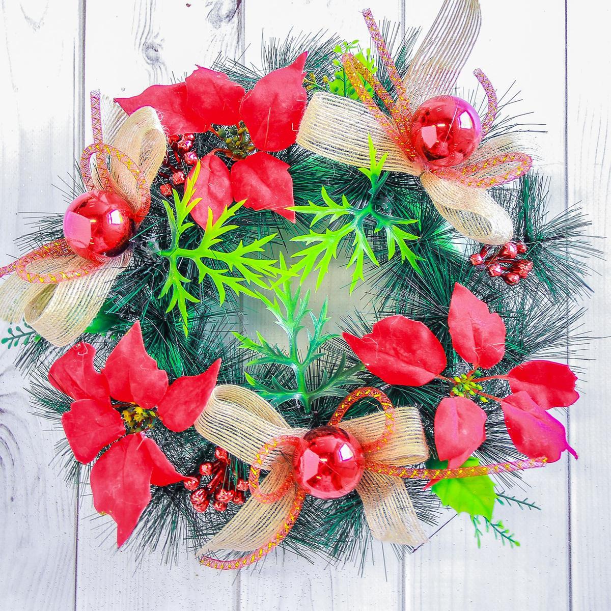 Венок новогодний NoName Красные цветы и банты, диаметр 25 см2377994Невозможно представить нашу жизнь без праздников! Мы всегда ждем их и предвкушаем, обдумываем, как проведем памятный день, тщательно выбираем подарки и аксессуары, ведь именно они создают и поддерживают торжественный настрой. Это отличный выбор, который привнесет атмосферу праздника в ваш дом!Диаметр венка: 25 см.
