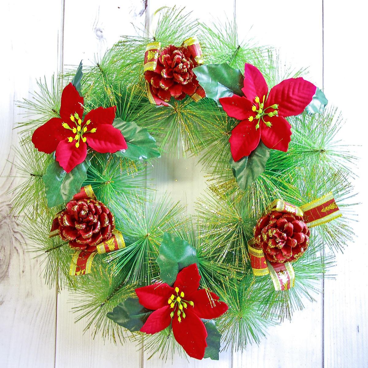 Венок новогодний Красные цветы, диаметр 28 см2377993Невозможно представить нашу жизнь без праздников! Мы всегда ждем их и предвкушаем, обдумываем, как проведем памятный день, тщательно выбираем подарки и аксессуары, ведь именно они создают и поддерживают торжественный настрой. Это отличный выбор, который привнесет атмосферу праздника в ваш дом!Диаметр венка: 28 см.