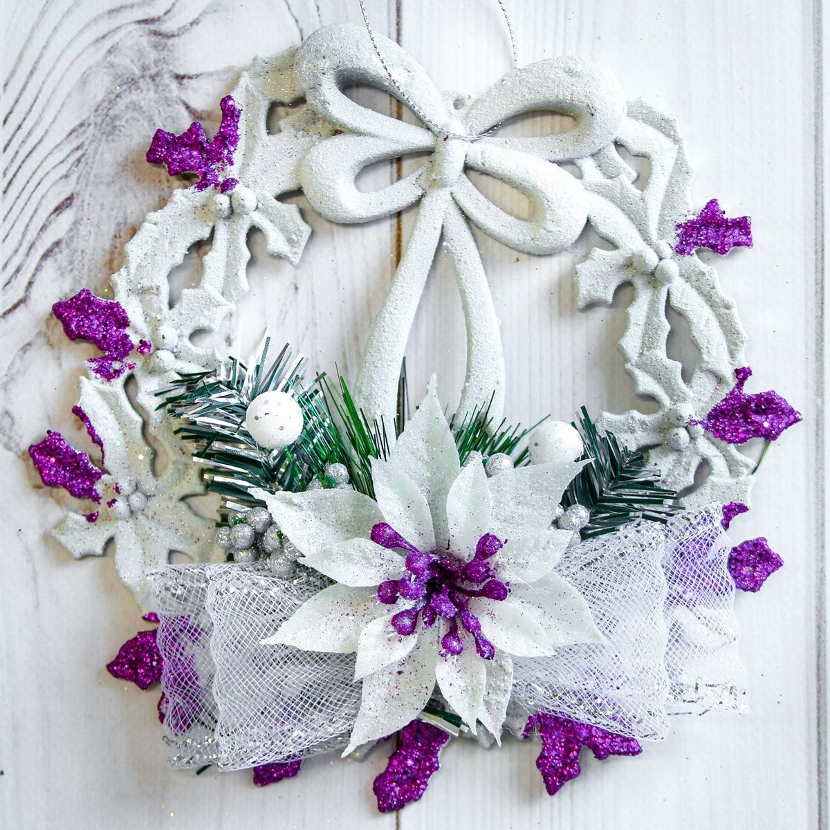 Венок новогодний Бант и цветок, диаметр 17 см2377992Невозможно представить нашу жизнь без праздников! Мы всегда ждем их и предвкушаем, обдумываем, как проведем памятный день, тщательно выбираем подарки и аксессуары, ведь именно они создают и поддерживают торжественный настрой. Это отличный выбор, который привнесет атмосферу праздника в ваш дом!
