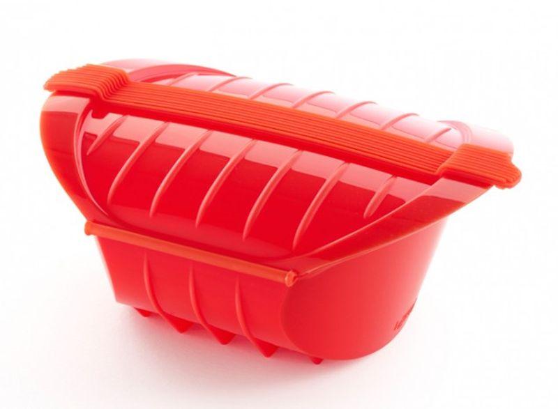Конверт для запекания Lekue, глубокий, силиконовый, цвет: красный3407600R10U004Глубокий конверт для запекания Lekue изготовлен из высококачественного пищевого силикона, который выдерживает температуру от -60°С до +220°С. Благодаря особым свойствам силикона, продукты остаются такими же сочными, не пригорают и равномерно пропекаются. Конверт делает оптимальным приготовление пищевых продуктов, делая более интенсивным вкус каждого из них и сохраняя все содержащиеся в них питательные вещества.Запекайте мясо, птицу или рыбу в духовке, варите макароны и рис, готовьте тушеные блюда и супы с помощью конверта в микроволновой печи. Теперь вы сможете готовить жидкие блюда легко, вкусно и очень быстро - в микроволновой печи! И конечно это очень удобная емкость для запекания мясных и овощных блюд в духовом шкафу.Конверт закрывается, поэтому жир не разбрызгивается по стенкам духовки.Приготовленное блюдо легко вынимается из конверта и позволяет приготовить одновременно до четырех порций.