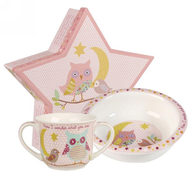 Набор столовой посуды Churchill Звезда, цвет: розовый, 2 предметаTWKL00011Набор столовой посуды Churchill Звезда состоит из миски и чашки. Изделия выполнены из высококачественного фарфора и оформленыкрасочными рисунками. Такой набор обязательно понравится вашему ребенку иотлично подойдет для завтраков, обедов и ужинов. Коллекция посуды наполнена баснями и сказками. Коллекция включаетразличные подарочные наборы (кружка, тарелка и миска), кружки, набор столовыхприборов, копилки, шкатулки.Можно мыть в посудомоечной машине. Можно использовать в микроволновойпечи. Диаметр миски: 20 см.Объем чашки: 340 мл.