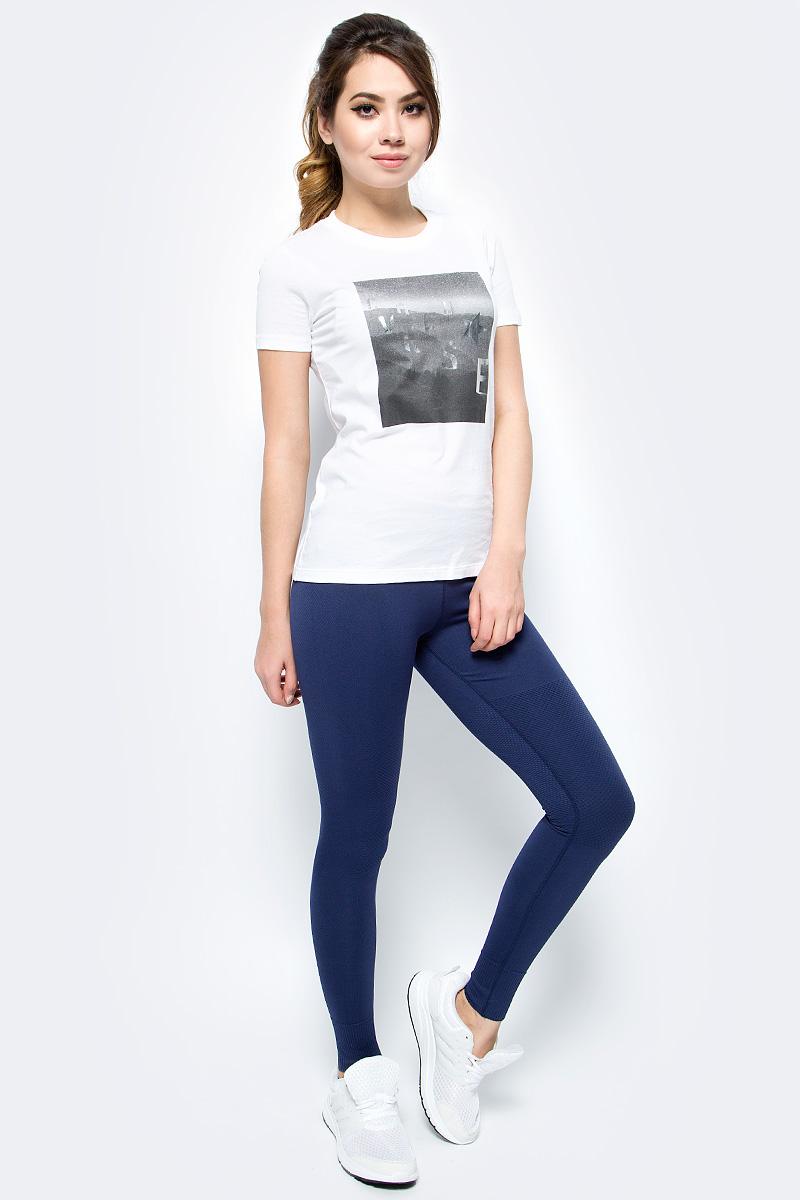 Леггинсы женские Converse Engineered Jacquard Legging, цвет: синий. 10004492471. Размер XS (42)10004492471Трикотажные леггинсы Converse изготовлены из мягкого материала на основе нейлона с добавлением спандекса, они тактильно приятные и не сковывают движения. Модель на талии имеет эластичную резинку.