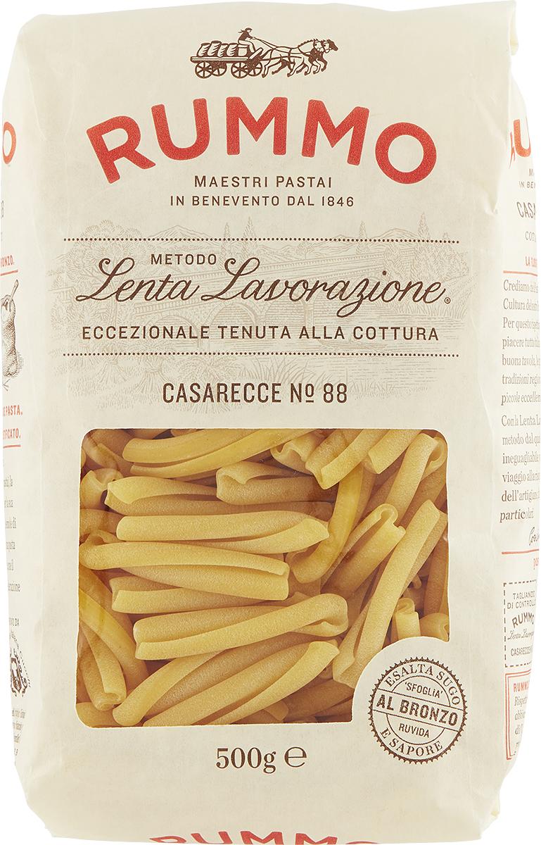 Rummo Casarecce № 88 паста, 500 г3022088Паста Rummo готовится по уникальной технологии, позволяющей сохранить состояние аль денте даже спустя пару часов после приготовления. Готовят пасту из твердых сортов пшеницы, используя чистую родниковую воду. Отметим, что продукт именно этого бренда является единственным, одобренным федерацией поваров Италии. Что касается пасты Rummo Casarecce – типичная паста Апулии, «casarecce» означает – паста домашнего приготовления. Паста казаречче имеет вид свернутой вдвое и перекрученной трубочки. Казаречче имеют длину 43 мм и толщину от 1,22 до 1,35 мм. Они варятся 9 минут и идеально сочетаются с густыми соусами Болоньезе, Путанеска или Аррабиата.