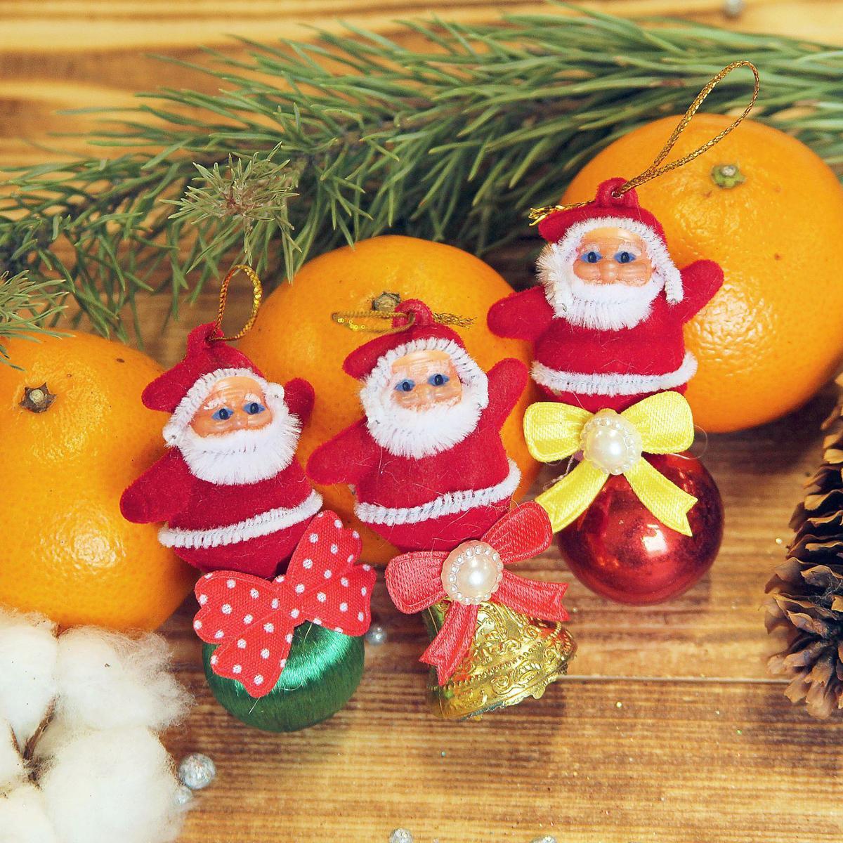 Набор новогодних подвесных украшений Дедушка Мороз. Колокольчик, шарик, 2,5 х 6,5 см, 3 шт2372121Набор новогодних подвесных украшений отлично подойдет для декорации вашего дома и новогодней ели. С помощью специальной петельки украшение можно повесить в любом понравившемся вам месте. Но, конечно, удачнее всего оно будет смотреться на праздничной елке.Елочная игрушка - символ Нового года. Она несет в себе волшебство и красоту праздника. Такое украшение создаст в вашем доме атмосферу праздника, веселья и радости.
