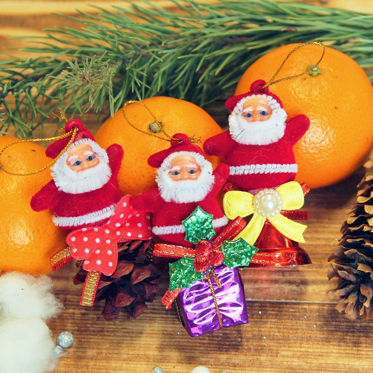 Набор новогодних подвесных украшений Дедушка Мороз. Колокольчик, шишка, подарок, 2,5 х 6 см, 3 шт2372120Набор новогодних подвесных украшений отлично подойдет для декорации вашего дома и новогодней ели. С помощью специальной петельки украшение можно повесить в любом понравившемся вам месте. Но, конечно, удачнее всего оно будет смотреться на праздничной елке.Елочная игрушка - символ Нового года. Она несет в себе волшебство и красоту праздника. Такое украшение создаст в вашем доме атмосферу праздника, веселья и радости.