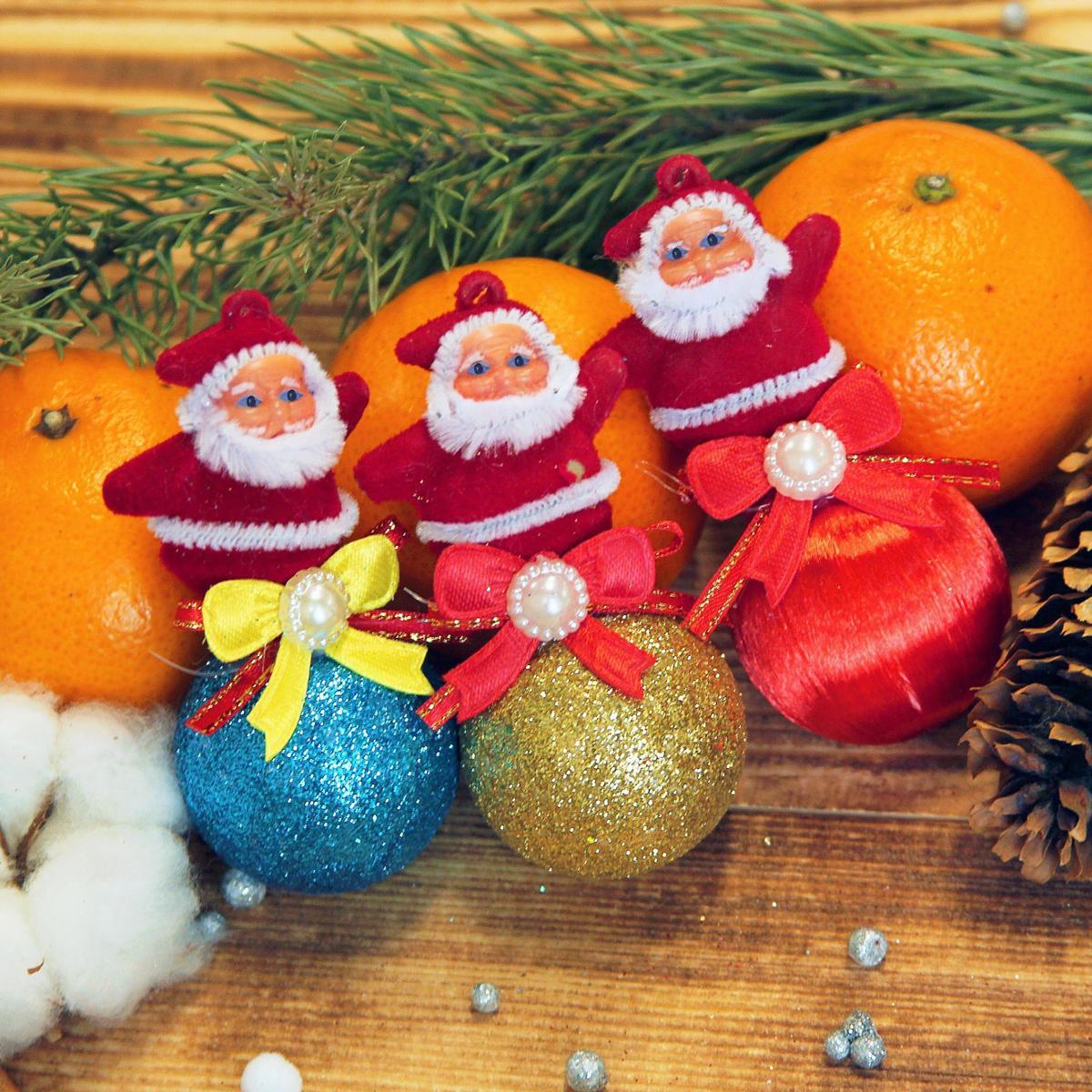 Набор новогодних подвесных украшений Дедушка Мороз на шарике, 3,5 х 8 см, 3 шт2372119Набор новогодних подвесных украшений отлично подойдет для декорации вашего дома и новогодней ели. С помощью специальной петельки украшение можно повесить в любом понравившемся вам месте. Но, конечно, удачнее всего оно будет смотреться на праздничной елке.Елочная игрушка - символ Нового года. Она несет в себе волшебство и красоту праздника. Такое украшение создаст в вашем доме атмосферу праздника, веселья и радости.