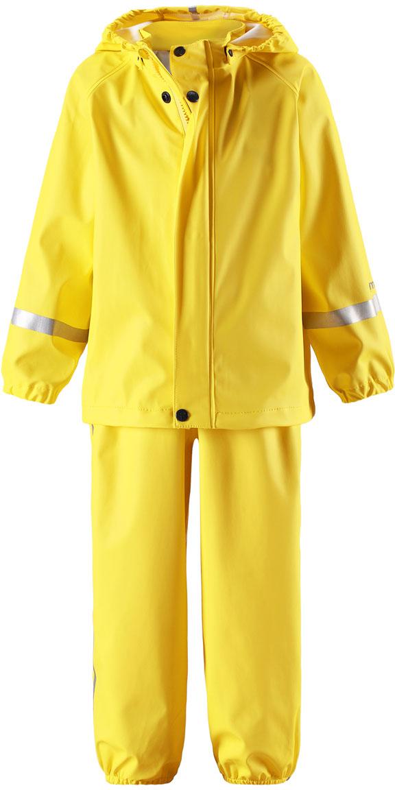 Дождевик детский Reima Tihku, цвет: желтый. 5131032350. Размер 1105131032350Комплект на дождливую погоду без подкладки для малышей предназначен для весенних и осенних прогулок под дождем а с теплым промежуточным слоем защитит и в морозные дни. Запаянные водонепроницаемые швы гарантируют, что ни одна капелька не просочится вовнутрь. Съемный капюшон защищает от ветра и безопасен во время игр на свежем воздухе даже во время дождя. Благодаря эластичным регулируемым подтяжкам брюки-дождевики не будут спадать и сядут точно по фигуре. Съемные штрипки легко крепятся под резиновыми сапогами или непромокаемыми кроссовками и не дают брючинам задираться. Этот комплект для дождя без содержания ПВХ снабжен светоотражающими деталями, благодаря которым маленьких непосед будет хорошо видно даже после наступления темноты.