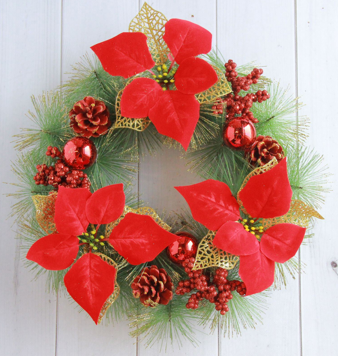 Венок новогодний С красными цветами, шишками и шарами, диаметр 30 см2372106Невозможно представить нашу жизнь без праздников! Мы всегда ждем их и предвкушаем, обдумываем, как проведем памятный день, тщательновыбираем подарки и аксессуары, ведь именно они создают и поддерживают торжественный настрой. Это отличный выбор, который привнесетатмосферу праздника в ваш дом! Диаметр венка: 30 см.