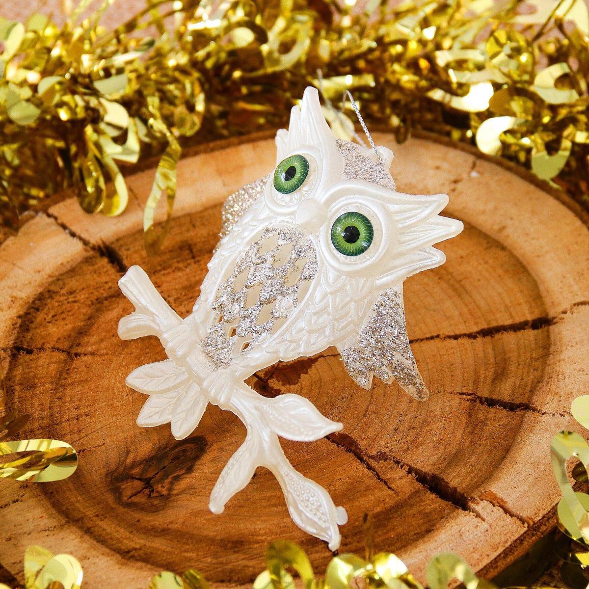 Новогоднее подвесное украшение Филин, 10 х 10 см2371447Новогоднее подвесное украшение отлично подойдет для декорации вашего дома и новогодней ели. С помощью специальной петельки украшение можно повесить в любом понравившемся вам месте. Но, конечно, удачнее всего оно будет смотреться на праздничной елке.Елочная игрушка - символ Нового года. Она несет в себе волшебство и красоту праздника. Такое украшение создаст в вашем доме атмосферу праздника, веселья и радости.