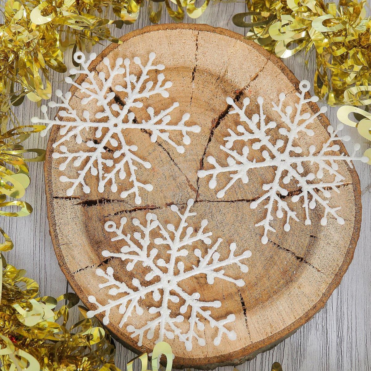 Набор новогодних подвесных украшений Снежинка, диаметр 10 см, 6 шт2371405Набор новогодних подвесных украшений отлично подойдет для декорации вашего дома и новогодней ели. С помощью специальной петельки украшение можно повесить в любом понравившемся вам месте. Но, конечно, удачнее всего оно будет смотреться на праздничной елке.Елочная игрушка - символ Нового года. Она несет в себе волшебство и красоту праздника. Такое украшение создаст в вашем доме атмосферу праздника, веселья и радости.
