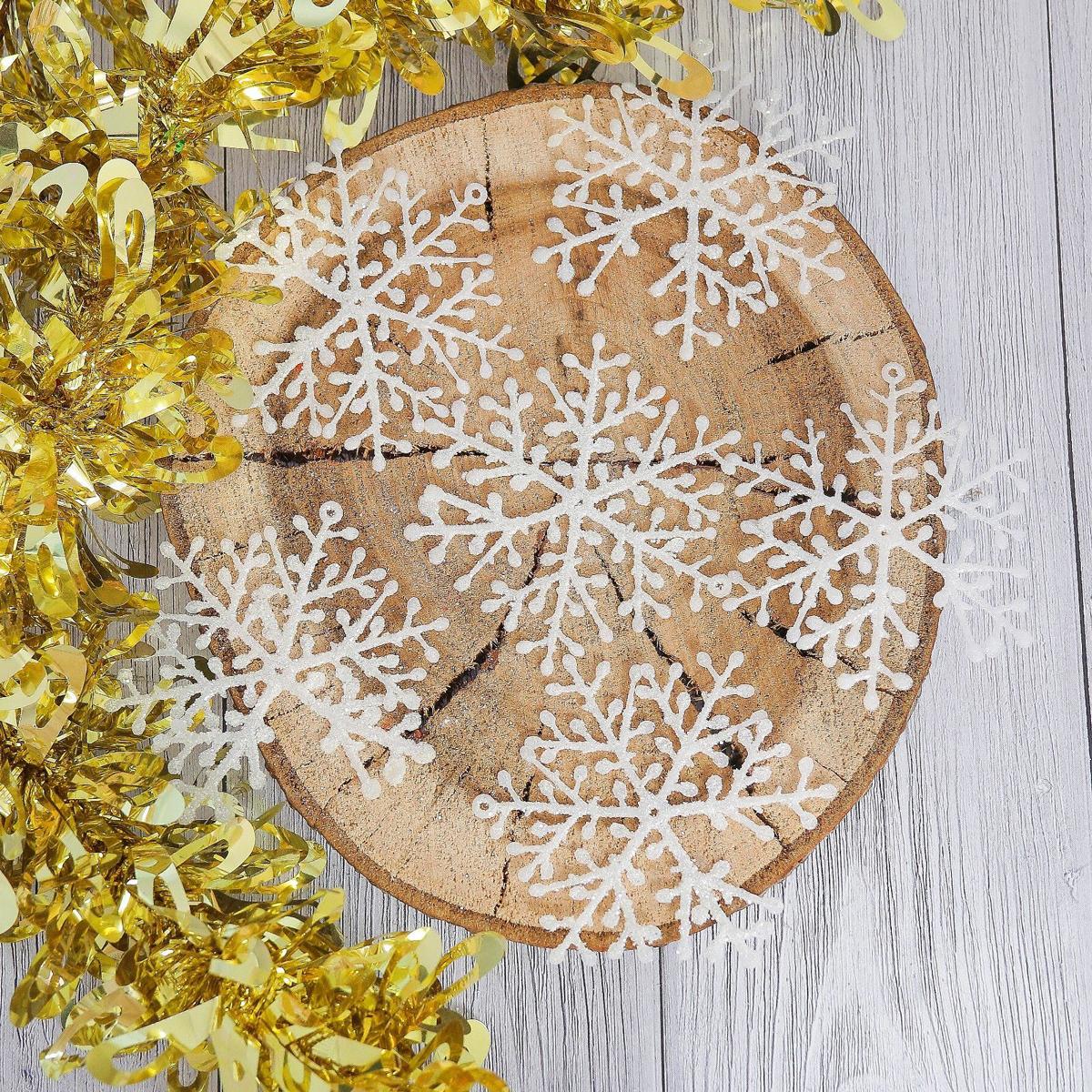 Украшение новогоднее Снежинка, диаметр 8 см, 6 шт2371403Набор новогодних подвесных украшений отлично подойдет для декорации вашего дома и новогодней ели. С помощью специальной петельки украшение можно повесить в любом понравившемся вам месте. Но, конечно, удачнее всего оно будет смотреться на праздничной елке.Елочная игрушка - символ Нового года. Она несет в себе волшебство и красоту праздника. Такое украшение создаст в вашем доме атмосферу праздника, веселья и радости.