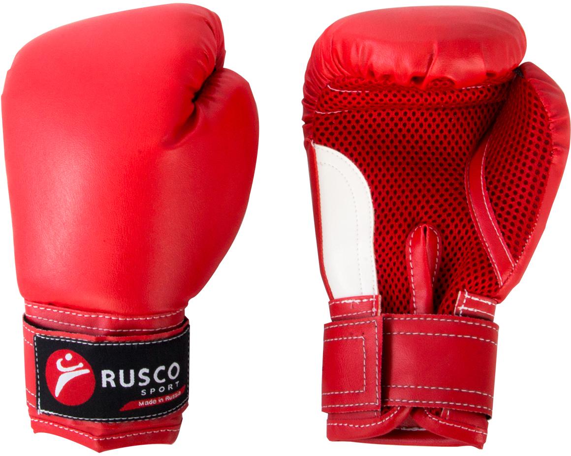 Перчатки боксерские детские Rusco, цвет: красный, белый. Вес 6 унцийУТ-00010472Детские боксерские перчатки Rusco изготовлены в соответствии с физиологическим строением растущей руки ребенка. Верх выполнен из искусственной кожи, наполнитель - из пенополиуретана. Перфорированная поверхность в области ладони позволяет создать максимально комфортный терморежим во время занятий. Широкий ремень, охватывая запястье, полностью оборачивается вокруг манжеты, благодаря чему создается дополнительная защита лучезапястного сустава от травмирования. Застежка на липучке способствует быстрому и удобному одеванию перчаток, плотно фиксирует перчатки на руке.Такие перчатки прекрасно подойдут для будущих чемпионов.