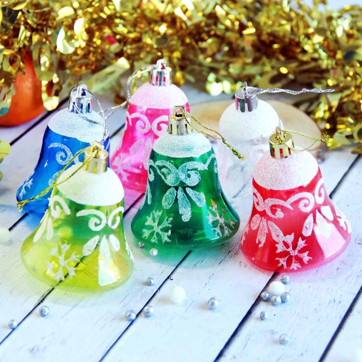 Набор новогодних подвесных украшений Колокольчики, 5,5 х 5 см, 6 шт2371353Набор новогодних подвесных украшений отлично подойдет для декорации вашего дома и новогодней ели. С помощью специальной петельки украшение можно повесить в любом понравившемся вам месте. Но, конечно, удачнее всего оно будет смотреться на праздничной елке.Елочная игрушка - символ Нового года. Она несет в себе волшебство и красоту праздника. Такое украшение создаст в вашем доме атмосферу праздника, веселья и радости.