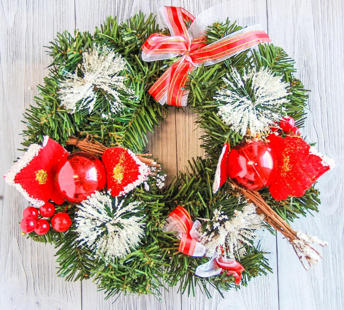 Венок новогодний Праздник, диаметр 23 см2371333Невозможно представить нашу жизнь без праздников! Мы всегда ждем их и предвкушаем, обдумываем, как проведем памятный день, тщательно выбираем подарки и аксессуары, ведь именно они создают и поддерживают торжественный настрой. Это отличный выбор, который привнесет атмосферу праздника в ваш дом!