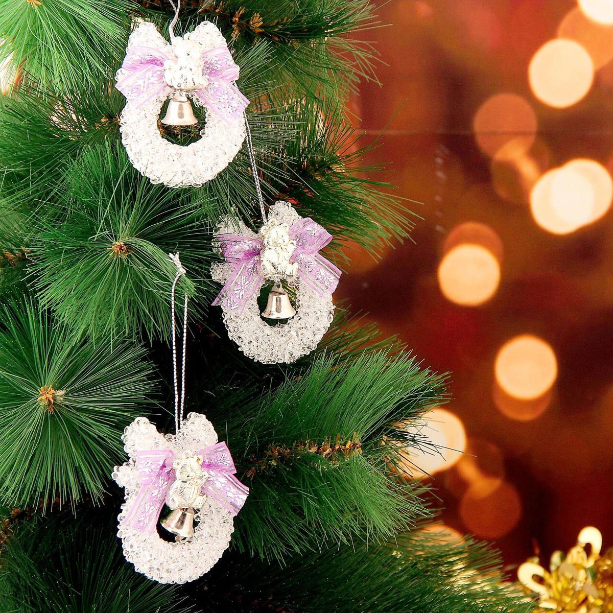 Украшение новогоднее елочное Шарик с лентой, 5,5 х 7 см, 3 шт2371320Невозможно представить нашу жизнь без праздников! Мы всегда ждем их и предвкушаем, обдумываем, как проведем памятный день, тщательно выбираем подарки и аксессуары, ведь именно они создают и поддерживают торжественный настрой. Это отличный выбор, который привнесет атмосферу праздника в ваш дом!
