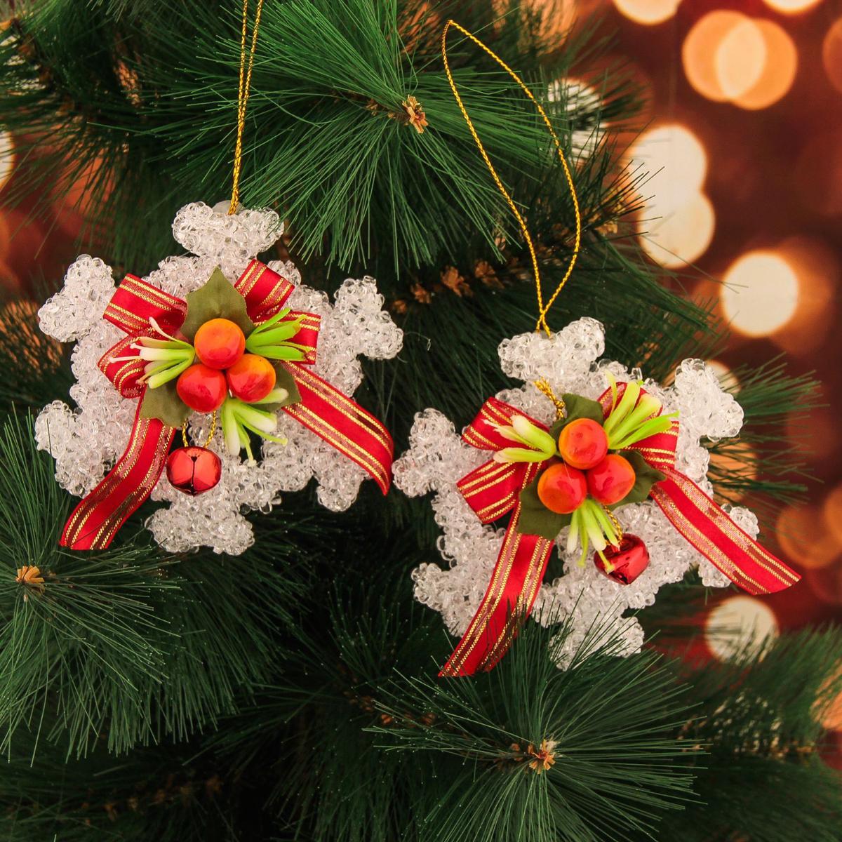 Набор новогодних подвесных украшений Снежинка с ягодками, 9,5 х 9,5 см, 2 шт2371318Набор новогодних подвесных украшений отлично подойдет для декорации вашего дома и новогодней ели. С помощью специальной петельки украшение можно повесить в любом понравившемся вам месте. Но, конечно, удачнее всего оно будет смотреться на праздничной елке.Елочная игрушка - символ Нового года. Она несет в себе волшебство и красоту праздника. Такое украшение создаст в вашем доме атмосферу праздника, веселья и радости.