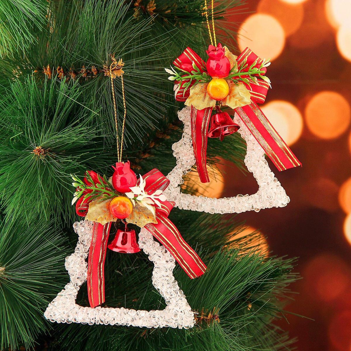 Набор новогодних подвесных украшений Елочка с ленточками, 8 х 8 см, 2 шт2371316Набор новогодних подвесных украшений отлично подойдет для декорации вашего дома и новогодней ели. С помощью специальной петельки украшение можно повесить в любом понравившемся вам месте. Но, конечно, удачнее всего оно будет смотреться на праздничной елке.Елочная игрушка - символ Нового года. Она несет в себе волшебство и красоту праздника. Такое украшение создаст в вашем доме атмосферу праздника, веселья и радости.