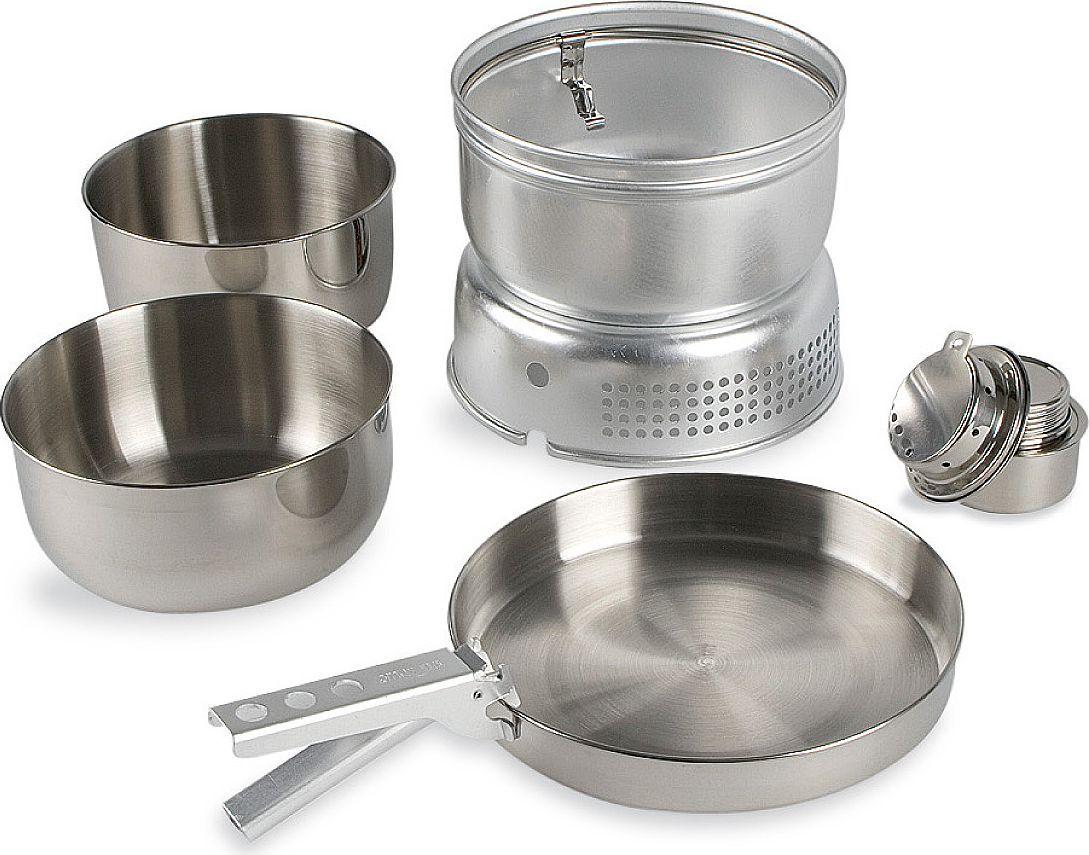 Набор походной посуды Tatonka Multi Set + Alcohol Burner, 6 предметов4010.000Универсальный набор посудыTatonka Multi Set + Alcohol Burner со спиртовой горелкой в комплекте. Складывается по принципу матрешки. В набор входит : кастрюля 1,6 л., 17,5 х 7,8 см., 170 г., кастрюля 1,4 л., 16,5 х 7,5 см., 160 г.,сковорода 21,5 х 3,3 см., 215 г.,защита от ветра 19,7 см., 250 г., подставка 20,5 х 7,5 см., 160 г.,спиртовая горелка 120 мл., 7,5 х 5,5 см., 95 г. Время горения примерно 40 мин на одной заправке. Топливо - спирт/ сухое топливо.Упакован в практичную сумку для транспортировки.