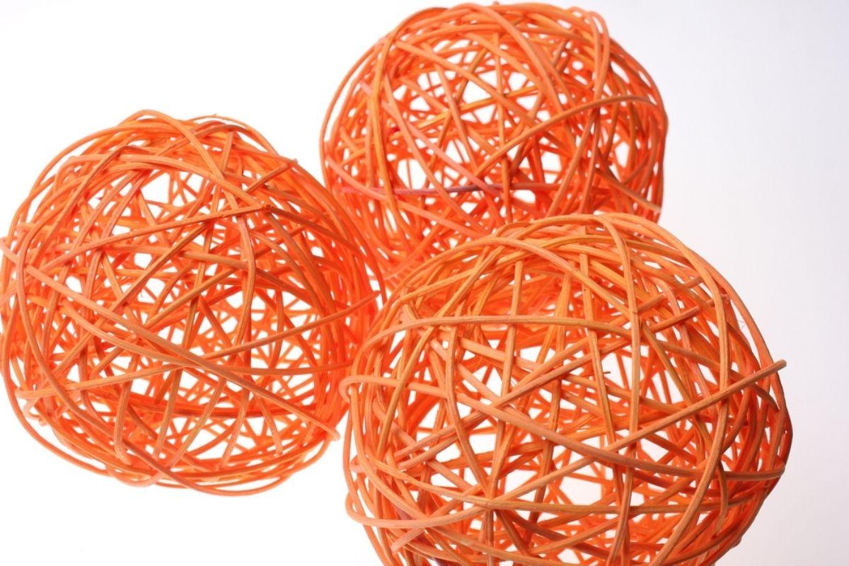 Декоративное украшение Карамба Шарики из лозы, цвет: оранжевый, диаметр 3 см2551Экологически чистые шарики из лозы удачно дополнят любой интерьер.