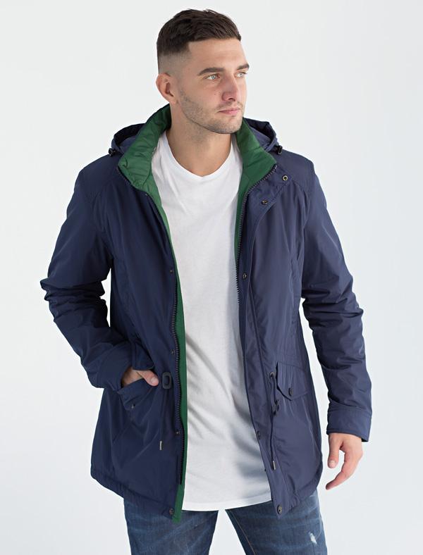Куртка мужская Defreeze, цвет: синий, зеленый. 71-215_navy/green. Размер 5071-215_navy/greenДемисезонная куртка DEFREEZE выполнена из плотной водоотталкивающей нейлоновой ткани. В качестве утеплителя используется синтепон. Модель в стиле парки слегка удлиненная. Куртка имеет 2 прорезных верхних кармана, нижние объемные карманы с клапанами на кнопке, капюшон, кулиску по линии талии для регулировки посадки, воротник-стойку. Внутренняя часть воротника и планки выполнена из ткани контрастного цвета. Подкладка куртки имеет стежку в виде ромбов контрастными нитками.