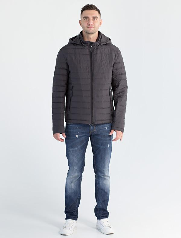 Куртка мужская Defreeze, цвет: темно-серый. 71-218_d.grey. Размер 5871-218_d.greyЛегкая демисезонная куртка спортивного стиля DEFREEZE выполнена из плотной нейлоновой ткани. В качестве утеплителя используется холлофайбер. Куртка застегивается на молнию. Имеет отстегивающийся капюшон, объем которого регулируется затяжками, воротник-стойку, 2 прорезных кармана на молнии.