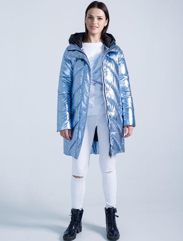 Пальто женское Defreeze, цвет: голубой. 72-207_ice blue. Размер 4472-207_ice blueУльтрамодное женское пальто DEFREEZE выполнено из блестящего полиэстера и дополнено контрастным матовым капюшоном черного цвета. Подкладка и трикотажные манжеты рукавов также выполнены из матовой черной ткани. Свободный силуэт и сочетание различных видов стежки переда и спинки делает модель еще более стильной. В качестве утеплителя используется био-пух, выдерживающий значительные морозы. Модель застегивается на молнию, которая дополнена ветрозащитной планкой на кнопках.