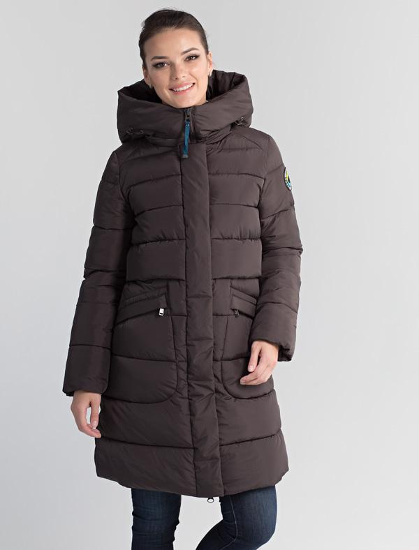 Пальто женское Defreeze, цвет: коричневый. 72-232_antracite. Размер 5472-232_antraciteЛегкое и теплое женское пальто DEFREEZE выполнено из нейлона и полиэстера и дополнено объемной стежкой. В качестве утеплителя используется био-пух, выдерживающий значительные морозы. Модель застегивается на молнию, которая дополнена ветрозащитной планкой на кнопках. Пальто имеет удобный капюшон и два больших кармана на молнии. Внутри капюшон отделан искусственным мехом. Подкладка украшена дизайнерским принтом.