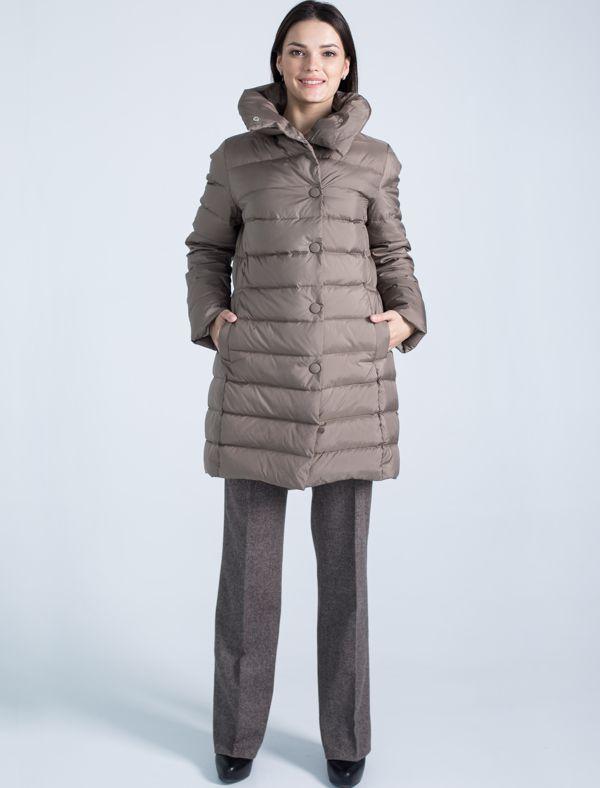 Пальто женское Defreeze, цвет: кофейный. 72-152_coffee. Размер 4472-152_coffeeМодное пальто до колена DEFREEZE выполнено из полиэстера с утеплителем на пуху. Изделие имеет воротник-стойку, оригинальную стежку, прорезные карманы. Застегивается на кнопки. По линии талии на спинке расположен декоративный пояс.