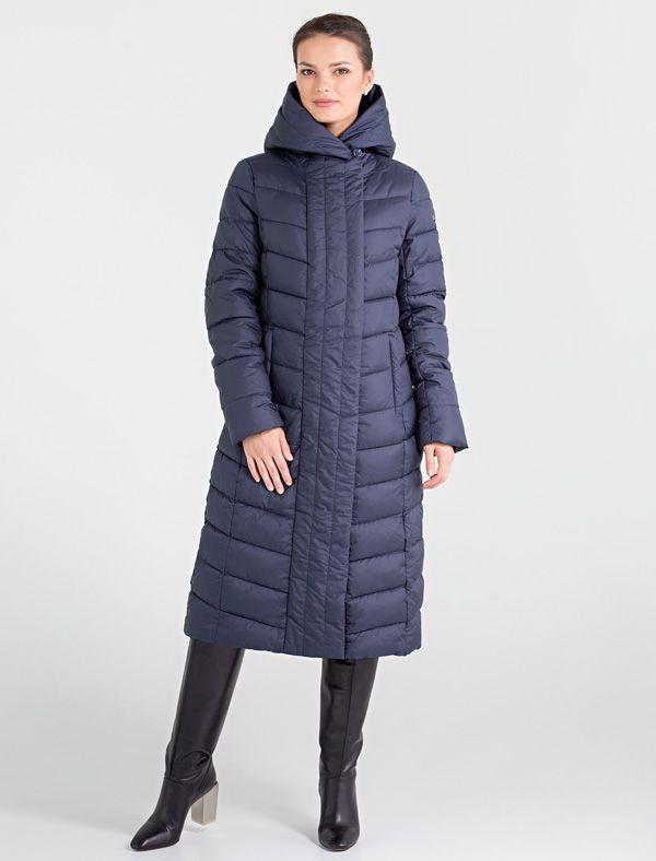 Пальто женское Defreeze, цвет: синий. 72-208_d.navy. Размер 5072-208_d.navyСтильное женское пальто DEFREEZE выполнено из полиэстера. Изделие выглядит элегантно и модно благодаря графичной фигурной стежке и классическому прямому силуэту. Вертикальные строчки планки визуально удлиняют силуэт, делая фигуру более стройной. В качестве утеплителя используется био-пух, выдерживающий значительные морозы. Модель застегивается на молнию, которая дополнена ветрозащитной планкой на кнопках. Пальто имеет удобный капюшон, который фиксируется с помощью пуговицы, и два кармана на молнии.