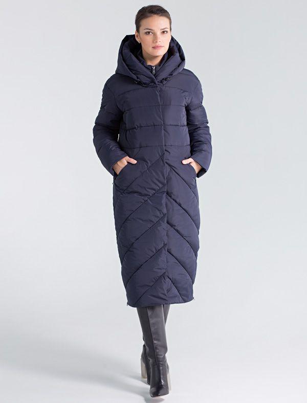 Пальто женское Defreeze, цвет: синий. 72-239_navy. Размер 5072-239_navyСтильное женское пальто DEFREEZE выполнено из полиэстера и дополнено оригинальной фигурной стежкой. Сочетание различных видов стежки смотрится очень модно и визуально делает фигуру более стройной. В качестве утеплителя используется био-пух, выдерживающий значительные морозы. Пальто имеет длину ниже колена, невидимые молнии по бокам и объемный капюшон-воротник. Модель застегивается на молнию и имеет ветрозащитную планку на кнопках. Спереди расположены карманы на молнии.