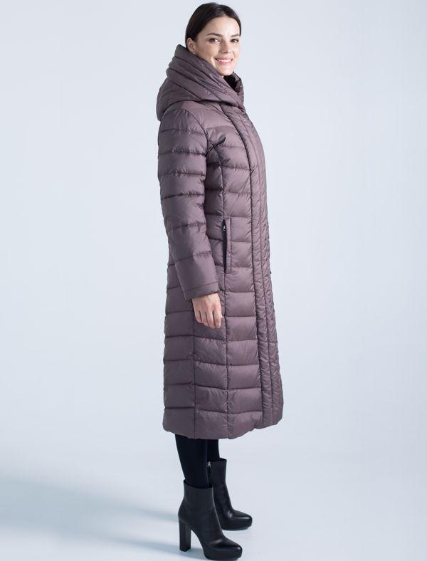 Пальто женское Defreeze, цвет: темно-бежевый. 72-208_mocco. Размер 4672-208_moccoСтильное женское пальто DEFREEZE выполнено из полиэстера. Изделие выглядит элегантно и модно благодаря графичной фигурной стежке и классическому прямому силуэту. Вертикальные строчки планки визуально удлиняют силуэт, делая фигуру более стройной. В качестве утеплителя используется био-пух, выдерживающий значительные морозы. Модель застегивается на молнию, которая дополнена ветрозащитной планкой на кнопках. Пальто имеет удобный капюшон, который фиксируется с помощью пуговицы, и два кармана на молнии.