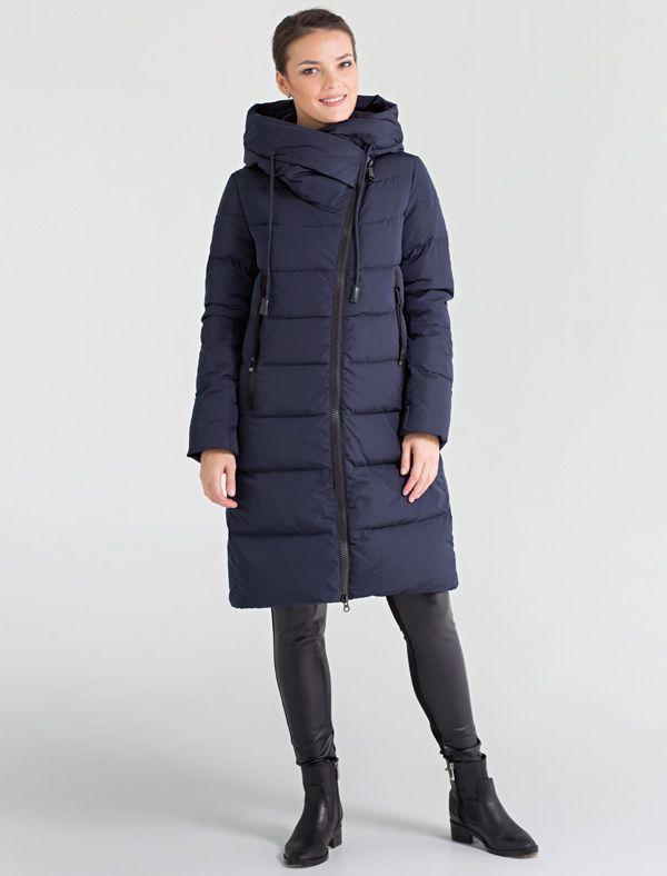 Пальто женское Defreeze, цвет: темно-синий. 72-179_deep navy. Размер 4472-179_deep navyМодное пальто DEFREEZE выполнено из полиэстера с крупной стежкой. В качестве утеплителя используется пух. Модель застегивается на массивную косую молнию. Изделие имеет цельнокроеный большой капюшон-воротник, трикотажные манжеты на рукавах и удобные карманы на молнии.