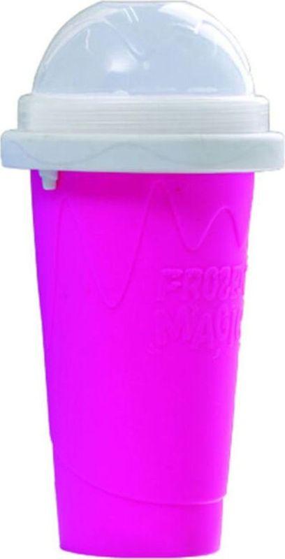 Стакан Карамба Squeeze Cup, цвет: розовый, 500 мл3872Если вы любите фруктовый лёд, тогда вы по достоинству оцените этот стаканчик! Для начала поместите стакан в морозильную камеру на 4-6 часов. Жидкость, размещенная между стенками стаканчика замерзнет. Налейте в стаканчик любую охлажденную жидкость, несколько раз сожмите стаканчик. Жидкость в стакане превратиться в ледяную крошку.