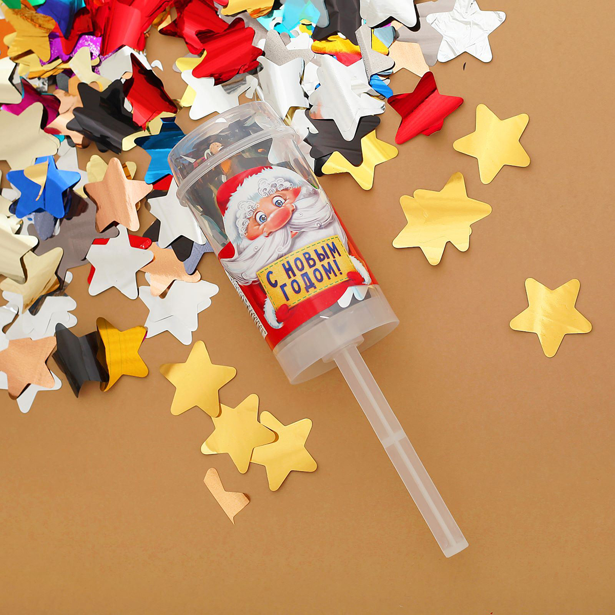 Конфетти Страна Карнавалия С Новым годом! Дедушка Мороз1349797Яркое конфетти создаст неповторимую атмосферу карнавала! Красочные фигурки станут эффектной точкой вашего выступления или поздравления. Наберите их в ладони и в ключевой момент подбросьте вверх. Они окутают всех вокруг разноцветным облачком. Компактный пакетик можно взять с собой куда угодно. С этим атрибутом легко произвести фурор на любой вечеринке или привнести нотку праздника в обычные дни.