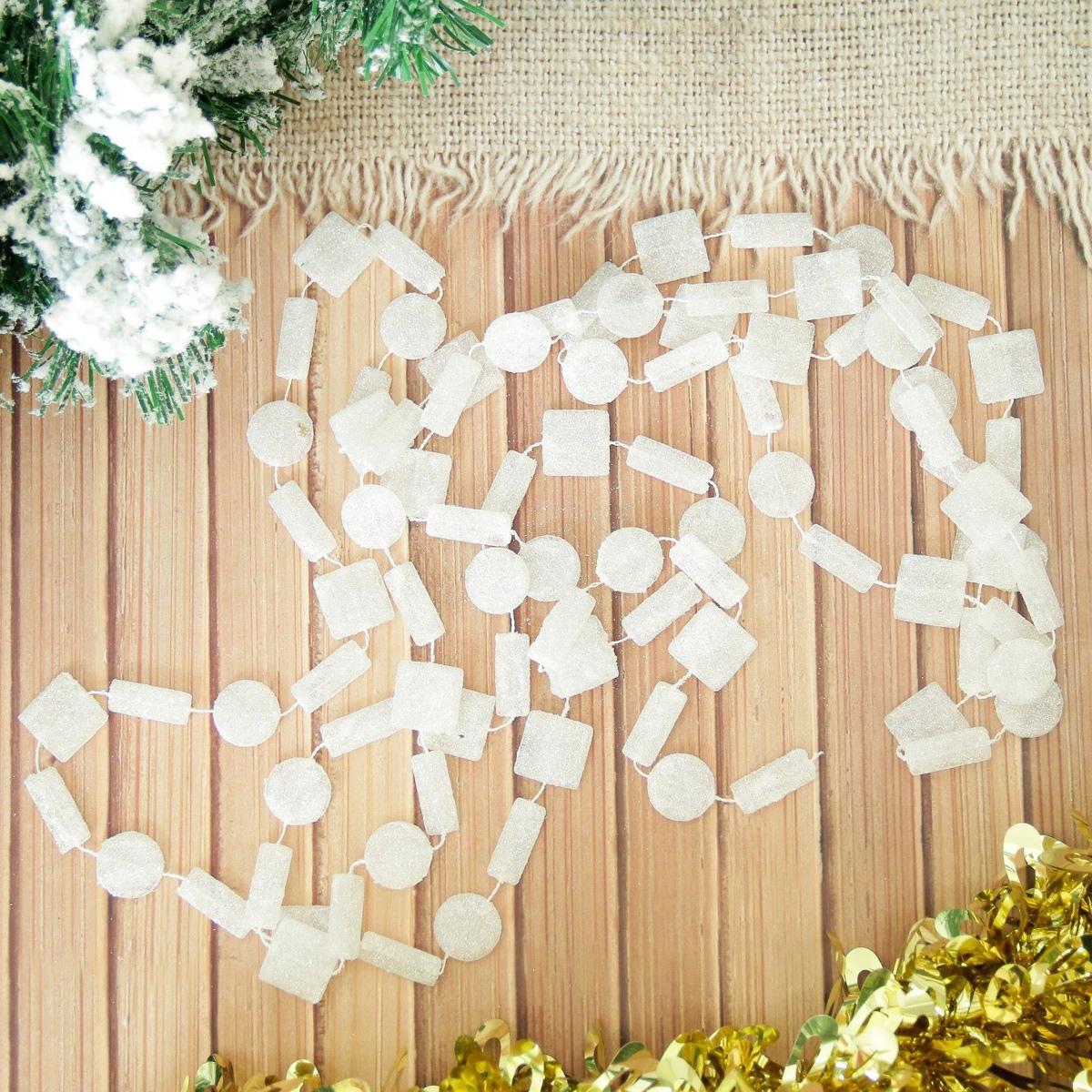 Бусы на елку NoName Снежные фигуры, длина 270 см2155360Невозможно представить нашу жизнь без праздников! Мы всегда ждем их и предвкушаем, обдумываем, как проведем памятный день, тщательно выбираем подарки и аксессуары, ведь именно они создают и поддерживают торжественный настрой. Это отличный выбор, который привнесет атмосферу праздника в ваш дом!