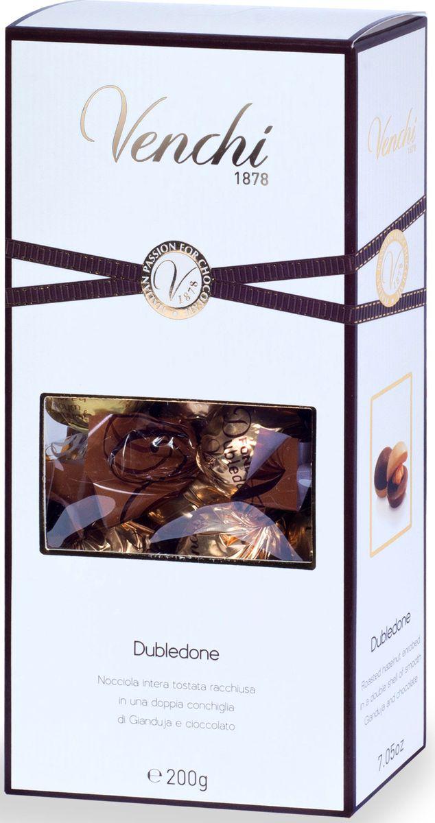 Venchi Dubledone набор шоколадных конфет, 200 г108167Venchi - премиальный итальянский бренд, ведущий свою историю с 1878 года. Venchi является одним из самых популярных шоколадных брендов как в самой Италии, так и во всем мире. Шоколадные конфеты Venchi Dubledone - конфеты в подарочной коробочке с прозрачным окошком, представляющие собой жареный Пьемонтский фундук в шоколадных шариках белого, молочного и тёмного шоколада, от итальянского производителя Venchi (Пьемонт, Италия)