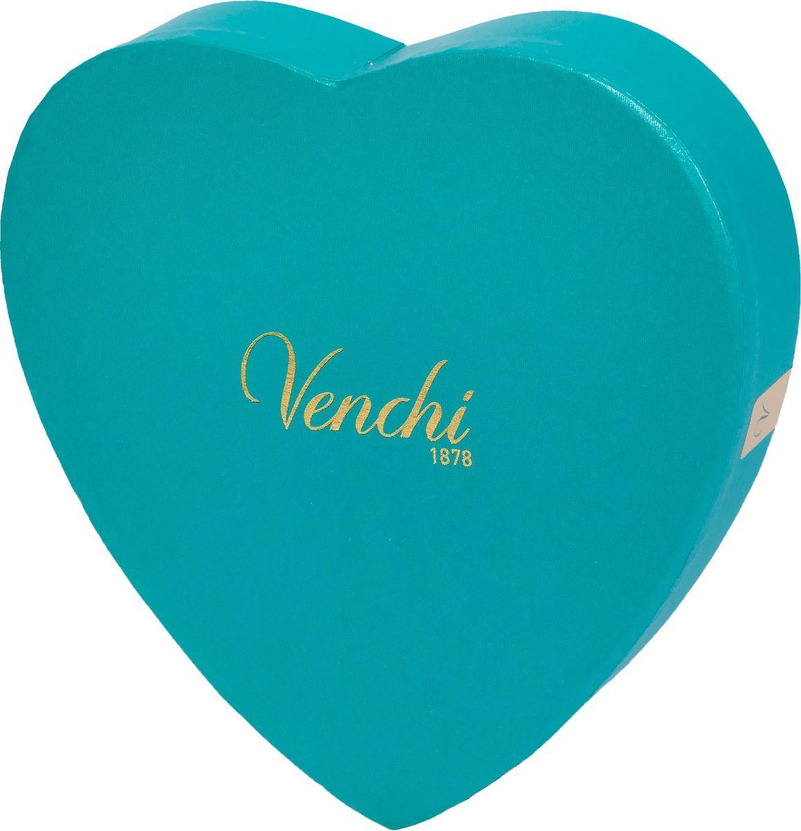 Venchi Romantic Large Heart Gift Box набор шоколадных конфет, 150 г191260Venchi - премиальный итальянский бренд, ведущий свою историю с 1878 года. Venchi является одним из самых популярных шоколадных брендов как в самой Италии, так и во всем мире. Шоколадные конфеты ассорти Venchi Large Heart Gift Box - набор шоколадных конфет из горького шоколада в элегантной подарочной коробке-сердце от итальянского производителя Venchi (Пьемонт, Италия).Ассорти включают двухслойные конфеты в форме сердечек, сочетающие сладость белого шоколада с ароматической интенсивностью темного шоколада, и шоколадные конфеты Cremini, изготовленные из мягкого трехслойного темного шоколада джандуйя. Конфеты Large Heart идеально подходят в качестве подарка для кого-то особенного.