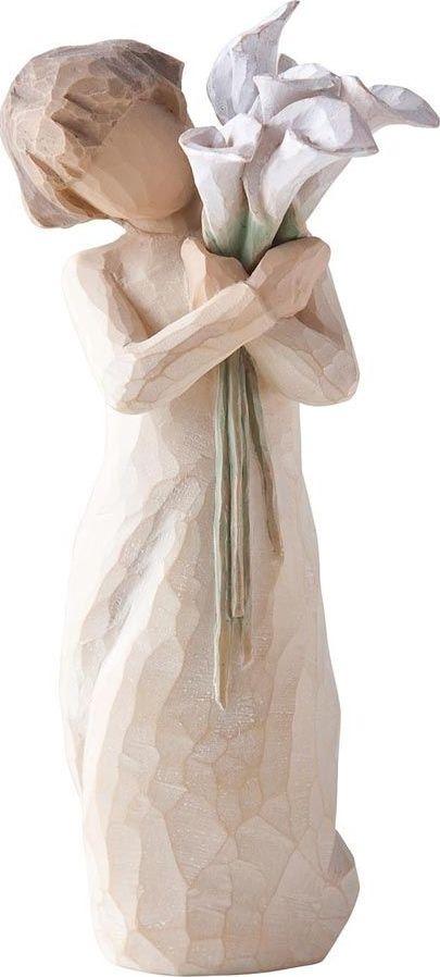 Фигурка Willow Tree Красивые пожелания, высота 13 см26246Декоративная фигурка Willow Tree создана канадским скульптором Сьюзан Лорди. Фигурка выполнена из искусственного камня (49% карбонат кальция мелкозернистой разновидности, 51% искусственный камень).Фигурка Willow Tree – это настоящее произведение искусства, образная скульптура в миниатюре, изображающая эмоции и чувства, которые помогают чувствовать себя ближе к другим, верить в мечту, выражать любовь.Фигурка помещена в красивую упаковку.Купить такой оригинальный подарок, значит не только украсить интерьер помещения или жилой комнаты, но выразить свое глубокое отношение к любимому человеку. Этот прекрасный сувенир будет лучшим подарком на день ангела, именины, день рождения, юбилей.