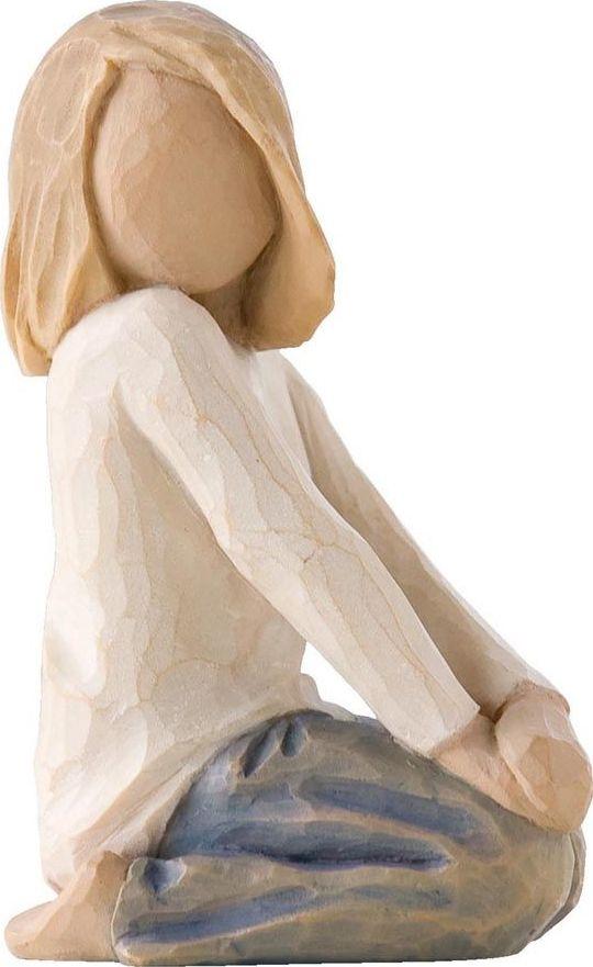Фигурка Willow Tree Радостный ребенок, высота 7,5 см26223Декоративная фигурка Willow Tree создана канадским скульптором Сьюзан Лорди. Фигурка выполнена из искусственного камня (49% карбонат кальция мелкозернистой разновидности, 51% искусственный камень).Фигурка Willow Tree – это настоящее произведение искусства, образная скульптура в миниатюре, изображающая эмоции и чувства, которые помогают чувствовать себя ближе к другим, верить в мечту, выражать любовь.Фигурка помещена в красивую упаковку.Купить такой оригинальный подарок, значит не только украсить интерьер помещения или жилой комнаты, но выразить свое глубокое отношение к любимому человеку. Этот прекрасный сувенир будет лучшим подарком на день ангела, именины, день рождения, юбилей.